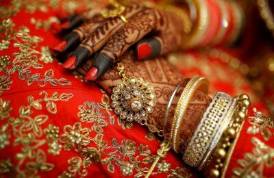 चार युवकों से प्यार करने वाली युवती ने परची के माध्यम से विवाह रचाया